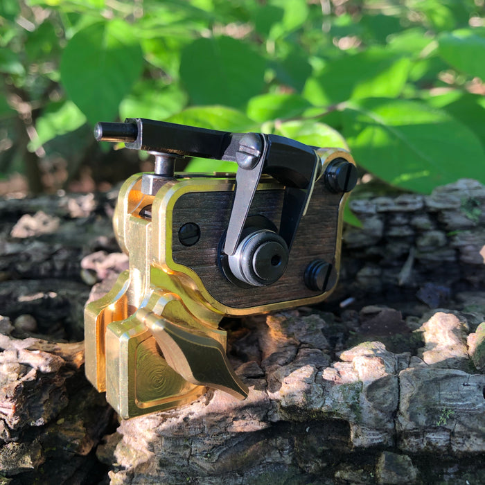 Sidewinder 7 - Polished Brass w/ Oak