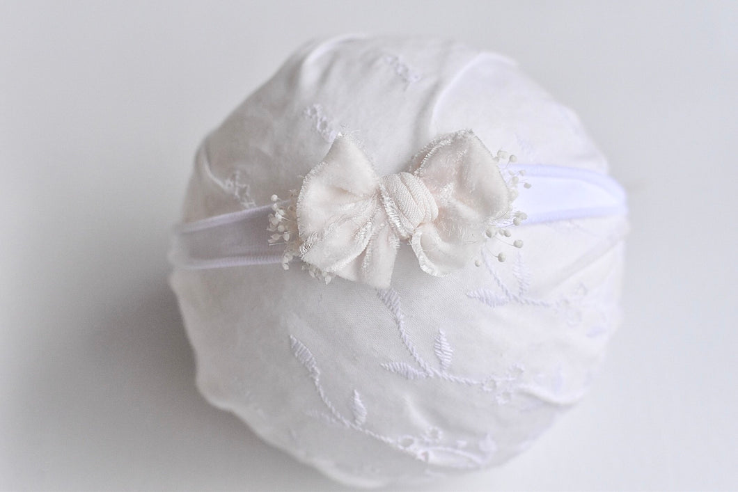 Chic Bow White Velvet