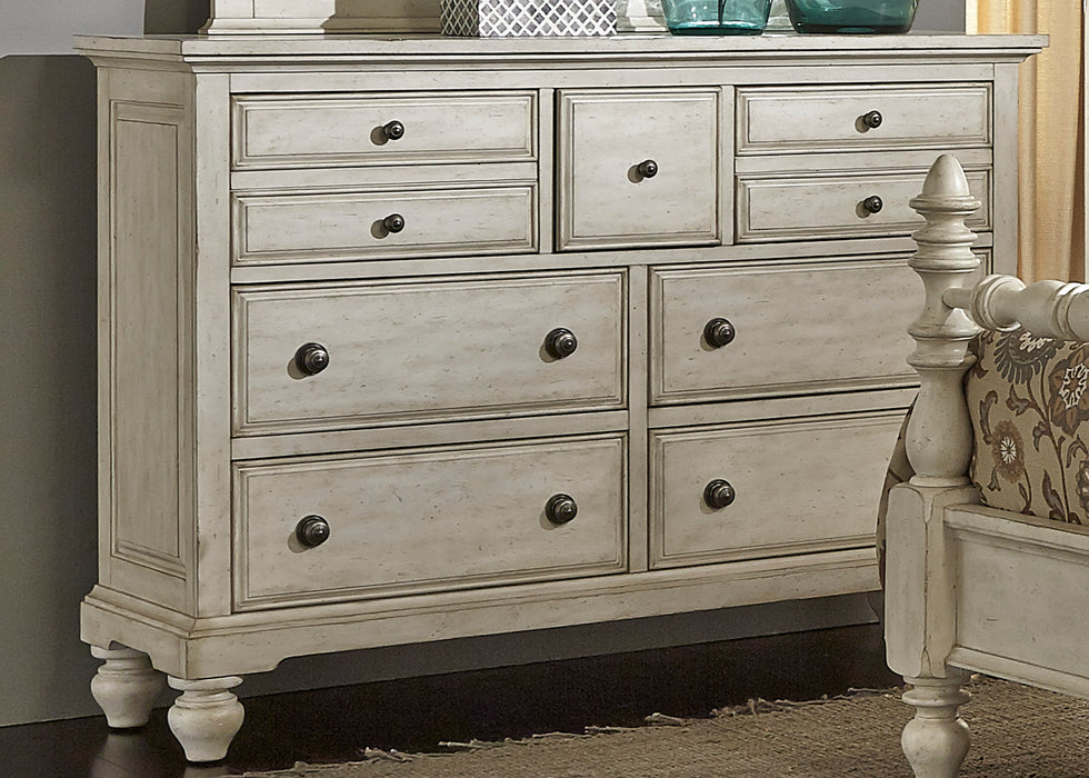 Liberty Furniture | Bedroom Dresser & Mirror in Winchester, Virginia 3432