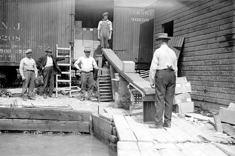 Rum Runners Unloading Booze From Train (1920) - Walkerville