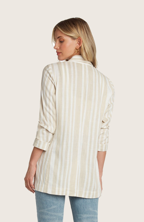 Willow-meyer-blazer-linen-structured-slim-fit-striped-white-sand-yellow-matcing-set-shorts