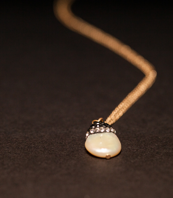 Delicate Pearl Pendant in Gold Chain