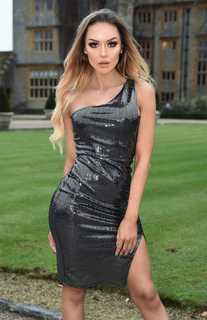 blonde model wearing sequined dress with bodycon fit