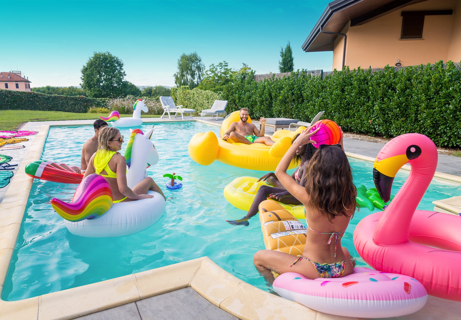 Top 5 things you need for the perfect 4th of July pool party