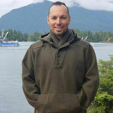 WeatherWool Advisor Raycen Raines is an extremely experience outdoorsman.  Here he wears an Al's Anorak.