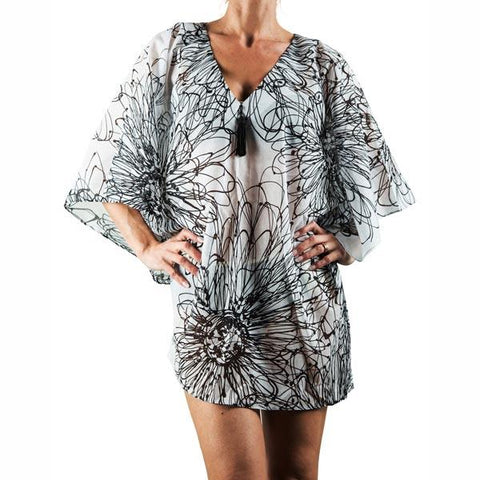 Cover-up summer dress with plunged neck in black and white Daisy print