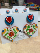 Las Flores Heart Earrings White
