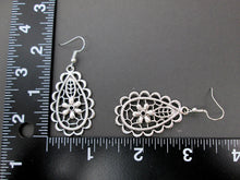 Load image into Gallery viewer, earrings with measurement