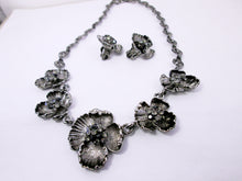 Load image into Gallery viewer, antique silver flower sculptures jewelry set