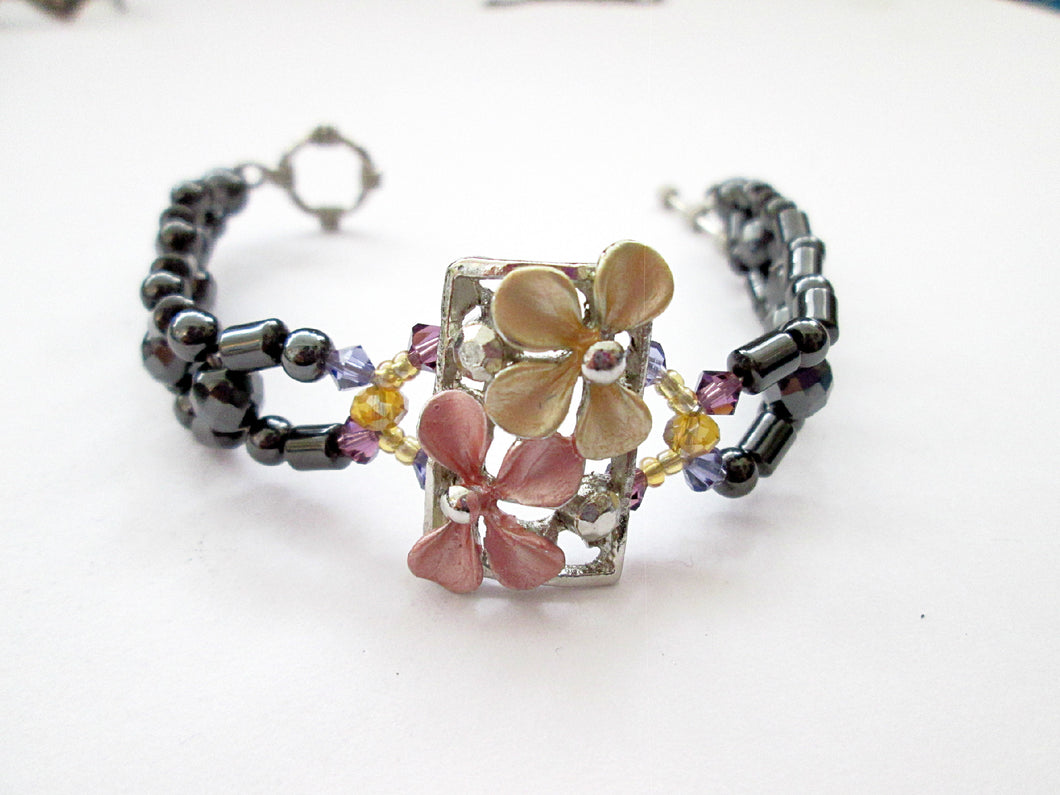 Fancy Flower Magnetic Bracelet for woman
