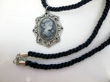 Load image into Gallery viewer, vintage style lady cameo necklace