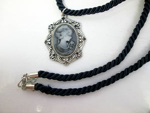 vintage style lady cameo necklace