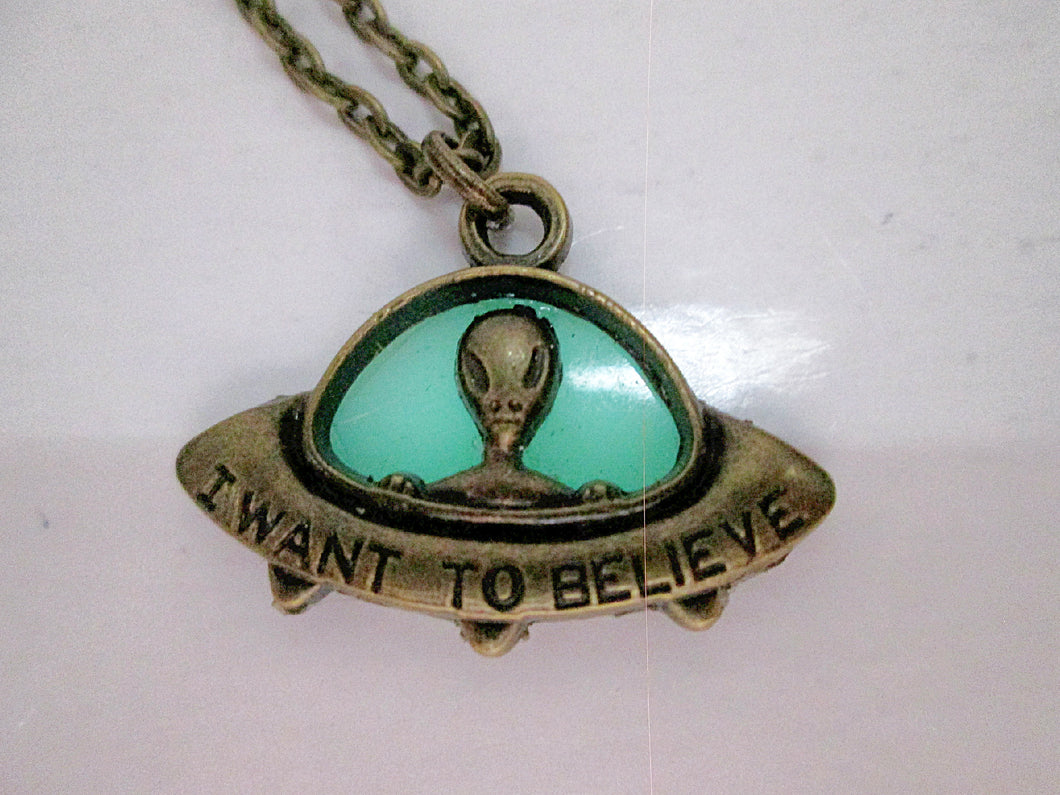 glow in the dark spaceship necklace