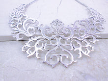 Load image into Gallery viewer, antique silver metal lace necklace