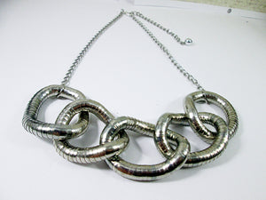 chunky silver interlocking necklace
