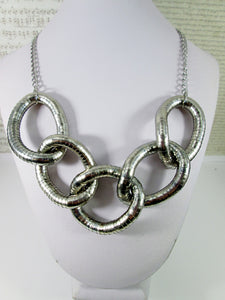 Chunky five circles necklace