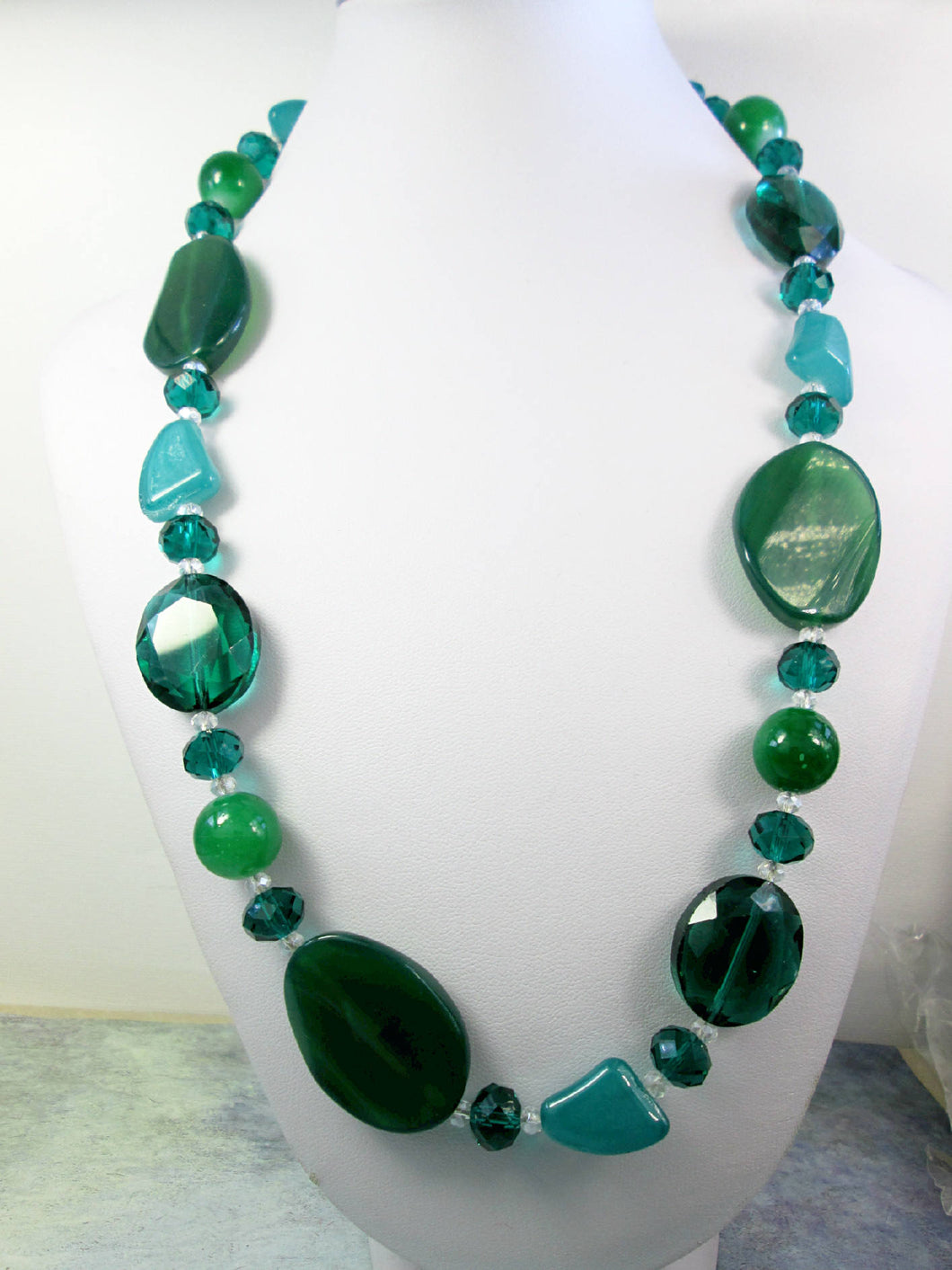 emerald green agate bead necklace