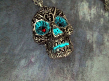 Load image into Gallery viewer, glow in the dark skull necklace
