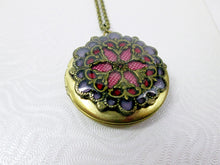 Load image into Gallery viewer, antique gold filigree locket