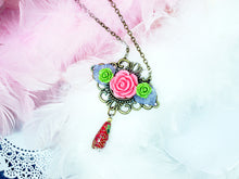Load image into Gallery viewer, antique style flower pendant