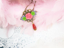 Load image into Gallery viewer, antique style flower necklace