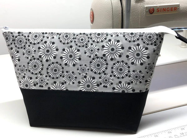 Aava Bag - Medium - Black & Grey Starbursts