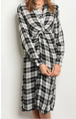 Hafsa's Knotted Plaid Dress Shirt