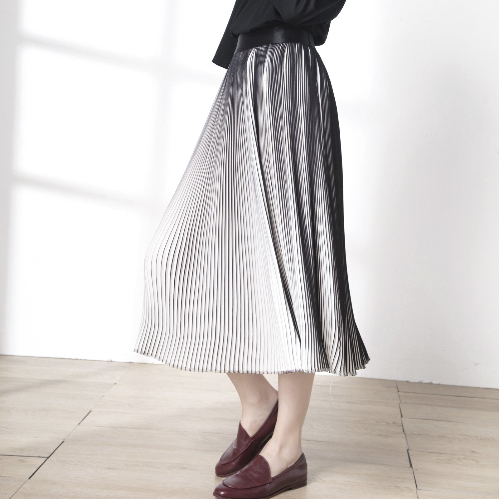 Macy Black & White Pleated Midi Skirt