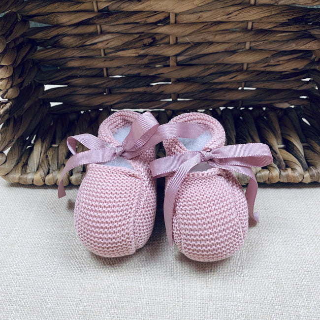 Dusty pink Newborn knitted booties - orkids boutique