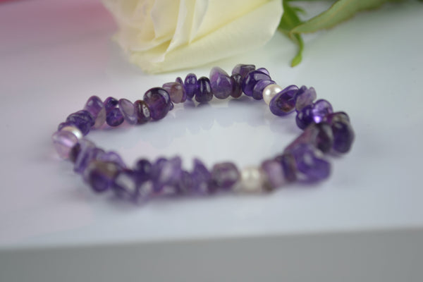 Bracelet: Amethyst and pearl stretch - Precious as a Pearl
