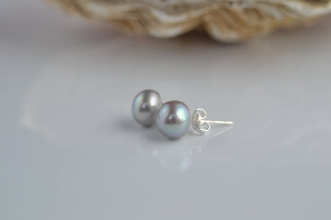 Pearl Stud Earrings: Grey Freshwater Pearl studs  6 to 8mm - classic - Precious as a Pearl