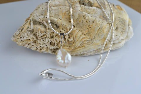 Pendant: Ivory pearl coin Pendant - classic - Precious as a Pearl