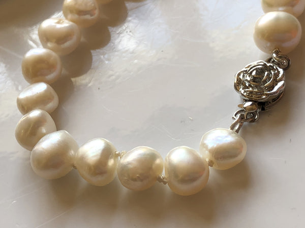Bracelet: Baroque ivory medium pearl  with silvertone rose  clasp - classic