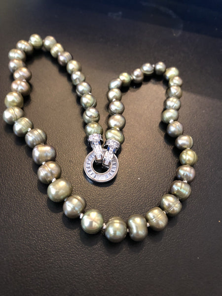 Necklace: Pearl Necklace green pearls with sparkly round clasp - Precious as a Pearl