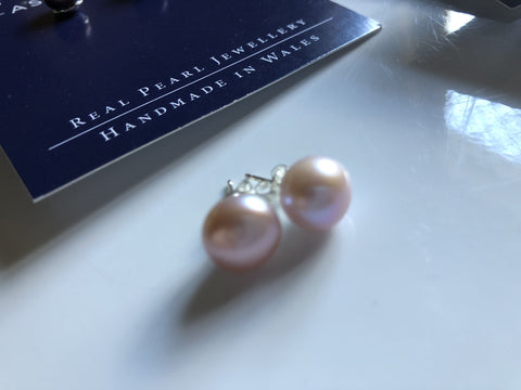Pearl Stud Earrings: Large freshwater Pearl stud earrings in Peach pink classic - Precious as a Pearl