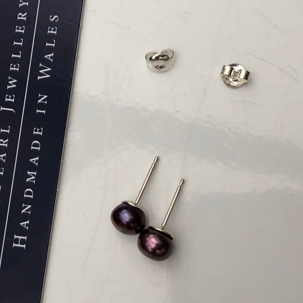 Pearl Stud Earrings: Dusky Pink medium - Precious as a Pearl