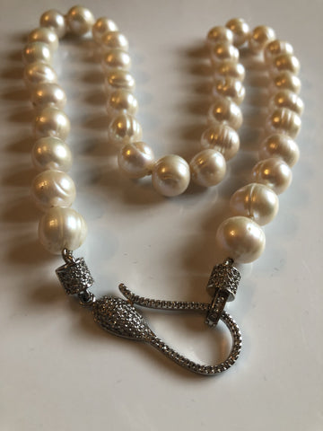 Necklace: Large round ivory potato pearl necklace - classic