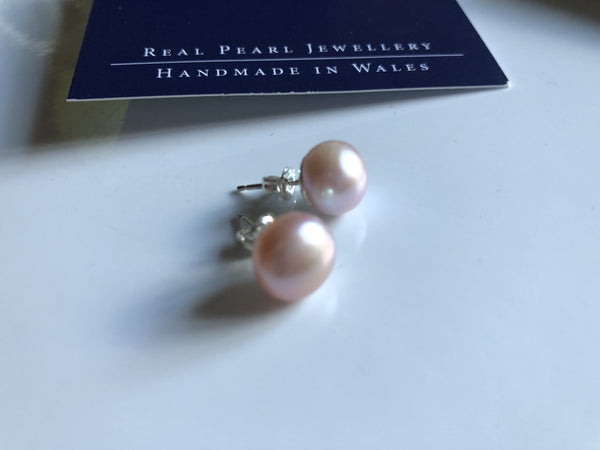 Pearl Stud Earrings: Large freshwater Pearl stud earrings in Peach pink classic