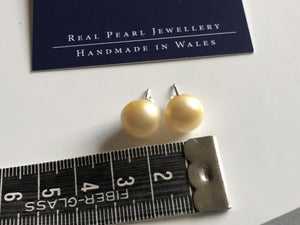 Pearl Stud Earrings: XL Freshwater Pearl stud earrings Yellow classic - Precious as a Pearl