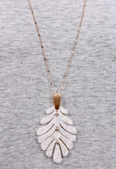 Lucyai Leaf Shaped Resin Pendent Necklace