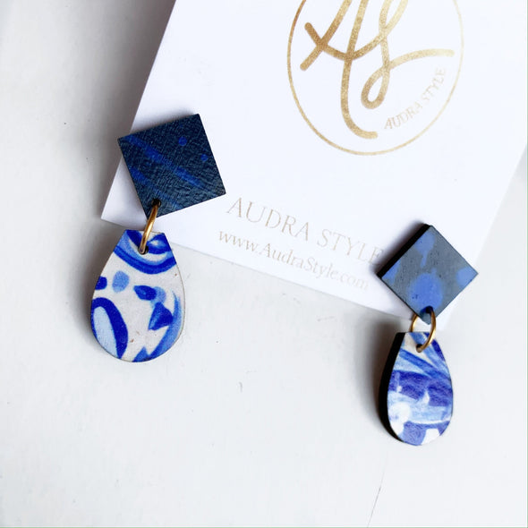 Claire Earrings - Navy Blue/White