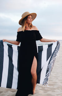 Trade & Sainte Turkish Beach Towel - Lightweight and Super Absorbent Oversized Beach Towel - Great Oversized Beach Towel - Perfect for Travel