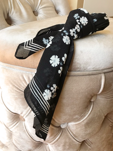 BLACK WHITE FLOWER SCARF