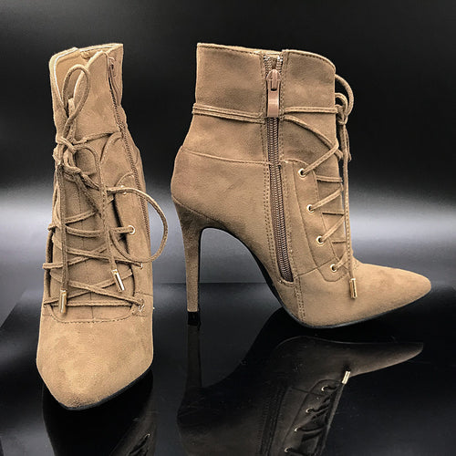 Lace Pointy Boots With High Heel