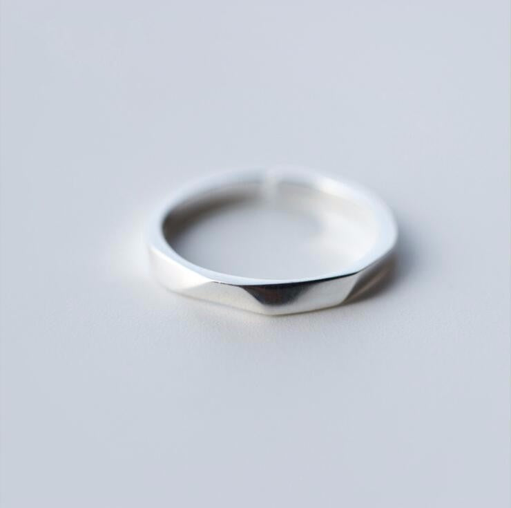 Leo Geometric Edged Ring