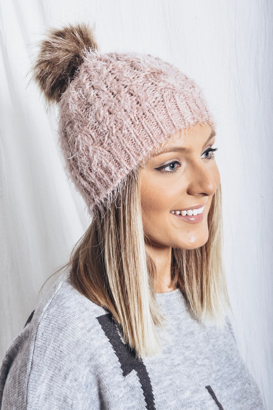 Avery Pom Pom Beanie -light pink