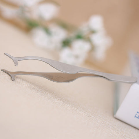 Multifunctional Eyelash Tweezer