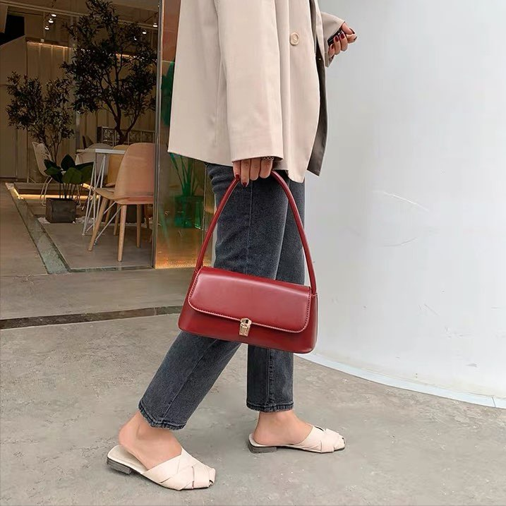 *PREORDER* Wina Shoulder Bag (Wine Red)