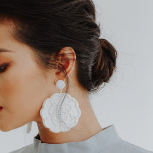 Larson Floral Earrings (Cream)