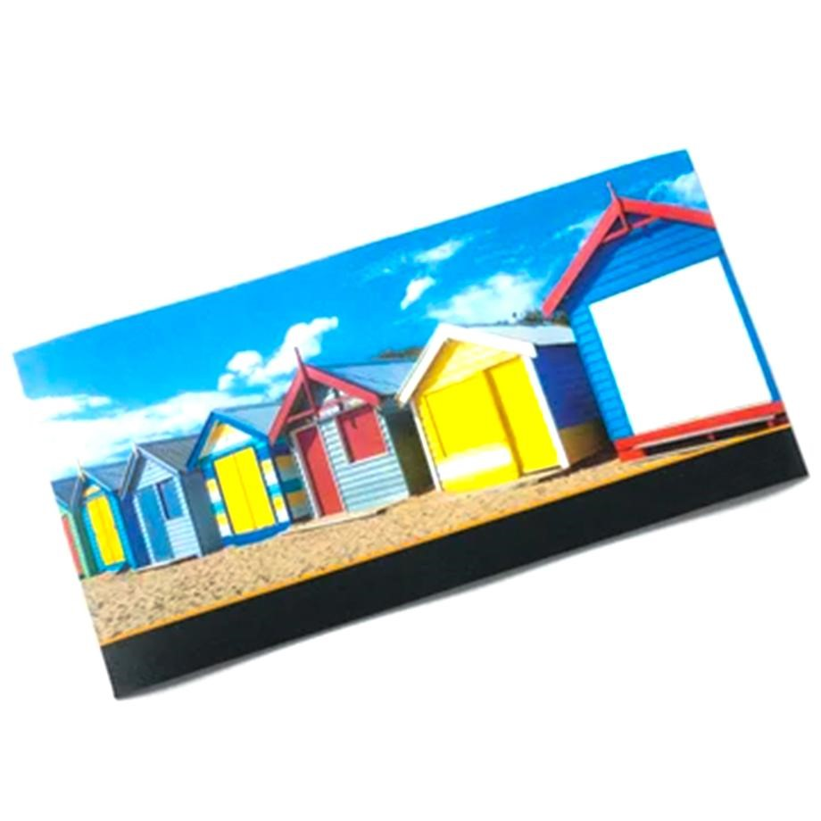 A magnetic sign with huts on a beach
